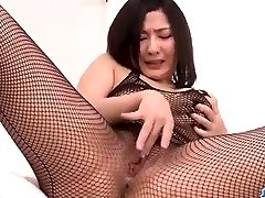 Megumi Haruka impresses in her naughty solo pla