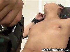 آسیایی, دخترک معصوم, اوراق قرضه و خودارضایی مرد, ماشین