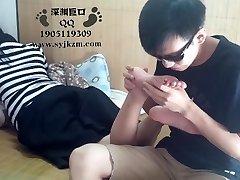китайское студент поклонение ног