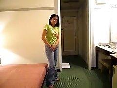 Паттайя горничная трахает парень в ее отель, чтобы получить совет