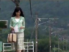 ژاپنی مامان بود با تعجب به دختر در سفر