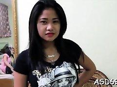 Kinky έφηβος τσούλα με άξιους βυζιά συνδεδεμένο με ένα κεράτινο φίλε