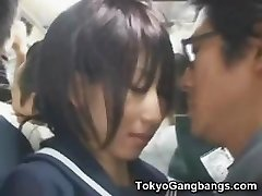 Наивные школьницы в Токио автобус!