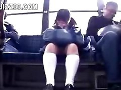 школьница соблазнила ногу трахал технарь на автобусе