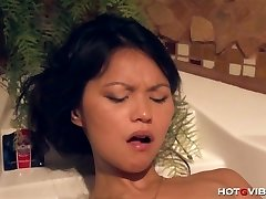 Chinese Teen Underwater Orgasms