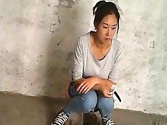 Κατάρτιση σχετικά με τις κινεζικές γυναίκες κατασκοπεύουν το κατούρημα