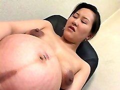 asiatice însărcinată 01