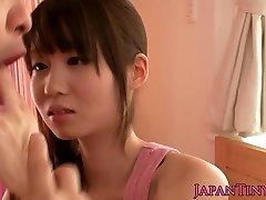 Petite āzijas pornstar Yumeno Aika cumswapping