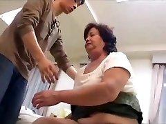 Chlpaté bbw japonský granny miluje tabu