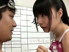Slim Japonský plavec Tsubomi v prdeli pre viaceré cumshots