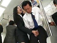 Asiática Punheta Em Autocarro