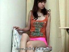Voyeurism the thigh & cameltoe of japanese slender girl.