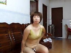 Chinese Amateur MILF Showcasing Off