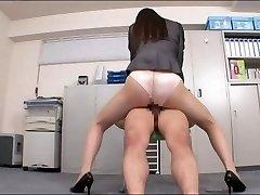 Office lady těší váš penis