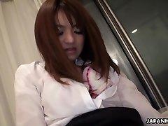 Ázijské office lady stále jej bush hračka v prdeli
