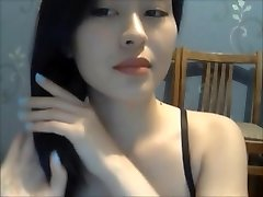 A Sexy Girl Show Her Bare Body On Webcam 1