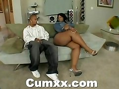 Chunky booty ebony making out with magic wand and