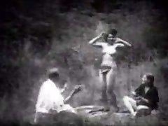 Vintage Striptérka Tanci v Lese