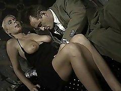 Taliansky babe sa zadok-na-ústa v tejto retro klip