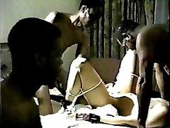 Biela Žena's Kinky Retro Black Gangbang 2