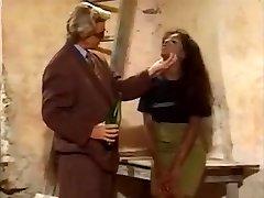 Mladá čierna slave Charlene v prdeli biela pár