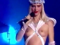 Cicciolina takmer nahé naživo na pódiu, talianskej televízie