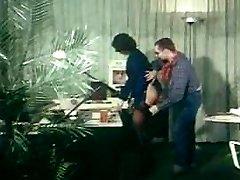 nemecký vintage análny klip - tajomník dostane assfucked