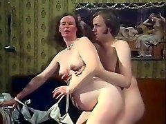 Exotické Amatérsky klip s Vinobranie, Pančuchy scény