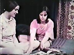 Lesbičky Striptýz Smyčky 641 60 a 70, - Scene 8