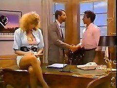 Hussy secretary gets her fuckbox screwed on the boss's table