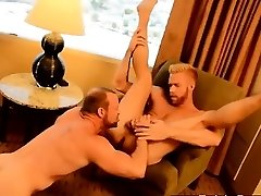 Gay bang The Boss Gets Some Muscle Rump