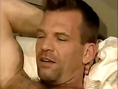 Dad waiting naked in bed to her bf to fuck ass