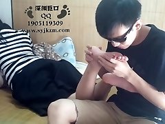 Chinese Student Sole Worship
