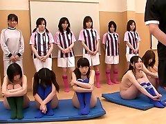 دختران برهنه هستند و در حال تمرین,
