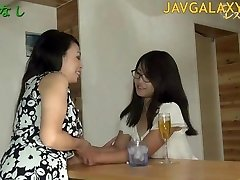 Volwassen Japanse Teef en een tiener Tiener Meisje
