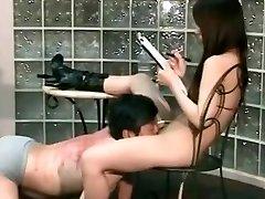 aziatische meesteres spank