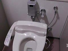نخبگان غیر طبیعی است. در دستشویی در یک محل کار onan