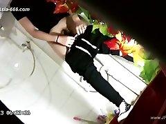 kineske djevojke idu na wc.43