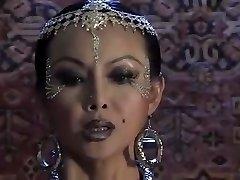aziatische vampier domineert een man