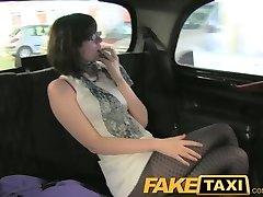 FakeTaxi Geheime bekentenissen van een sexy tiener slet