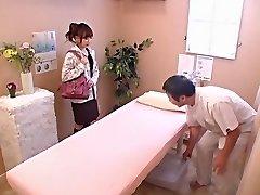 Χαριτωμένο κορίτσι παίρνει χτυπούσαν σκληρά ηδονοβλεψίας Ιαπωνική σεξ βίντεο