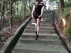 chinesische Frau in public2
