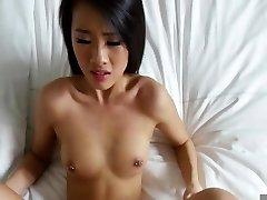 Aziatische geneukt op bed