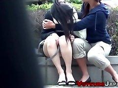 asiatico teen spiata di fare la pipì