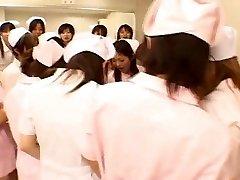 Aziatische verpleegkundigen genieten van seks op de top