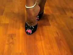 Hot Wife Asia Torrid Legs and High High-heeled Slippers