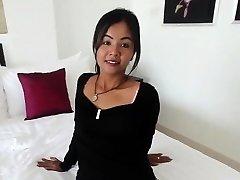 Το μικρό κορίτσι της Ταϊλάνδης υποστήριζε τον από κάπηλος