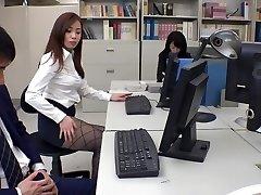 Egzotik Japon modeli Remi Sasaki, Ren Ayase, Miyuki Ojima, Hikaru Shiina Sıcak Sekreteri, çift ÇENE klibi