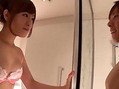 美妙的日本妞南在那疯狂夫妇、淋浴熟的场景