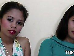 呼吁泰国的女孩脱下衣服来拥有她的完美身体